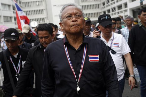 Protest leader and former deputy prime minister Suthep Thaugsuban (C) walks in the Finance Ministry compound after anti-government protester