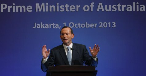 Australia's Prime Minister Tony Abbott speaks at a breakfast meeting in Jakarta October 1, 2013. Abbott is on a two-day visit to Indonesia.