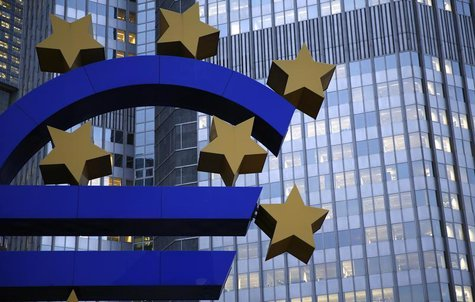 The euro sculpture is seen outside the headquarters of the European Central Bank (ECB) in Frankfurt, November 5, 2013. REUTERS/Kai Pfaffenba