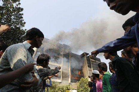 Garment workers gather in front of the Standard Group garment factory which was on fire in Gazipur November 29, 2013. REUTERS/Andrew Biraj