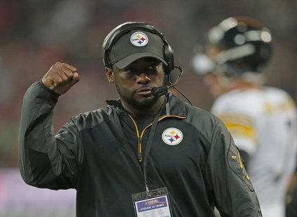 Pittsburgh Steelers head coach Mike Tomlin directs his team's play in the third quarter of play against the Minnesota Vikings during their N