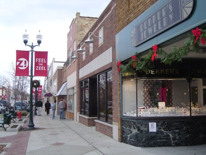 Zeeland Christmas outside of Dekker's Jewelery copyright 2013 Midwest Communications, Inc.