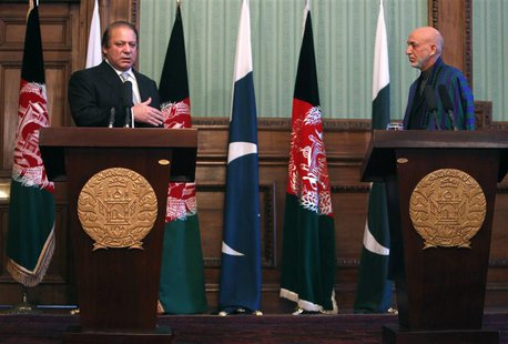 Afghanistan's President Hamid Karzai (R) and Pakistan's Prime Minister Nawaz Sharif attend a joint news conference in Kabul November 30, 201