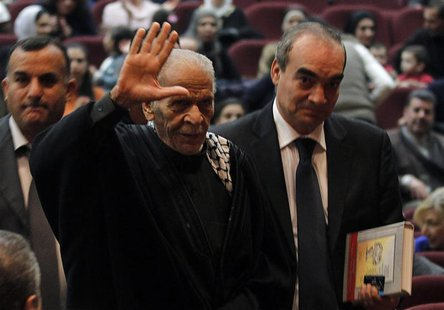 Egyptian poet Ahmed Fouad Negm (2nd R) waves upon his arrival to participate with the Palestinian folk Al Hanouneh troupe in Amman November