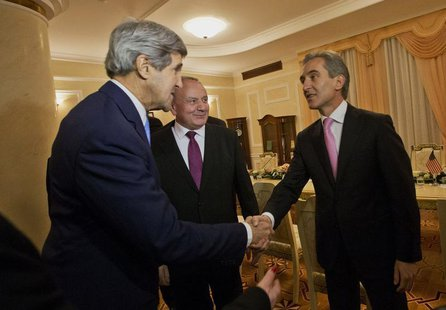 US Secretary of State John Kerry meets with Moldova's President Nicolae Timofti, (C) and Prime Minister Lurie Leanca, (R) at the Official Re