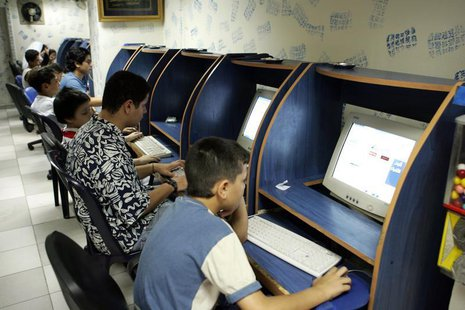 Young Lebanese surf the net at an Internet cafe in Beirut in this picture taken September 7, 2005.
