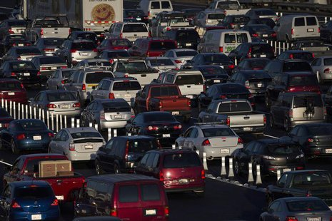 Motorists drive onto the San Francisco-Oakland Bay bridge during morning commute hours in Oakland, California September 3, 2013. REUTERS/Ste