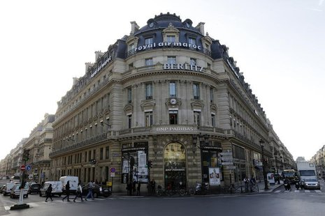 General view shows the facade of a BNP Paribas bank branch in central Paris October 17, 2013. REUTERS/Jacky Naegelen
