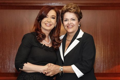 Brazil's President Dilma Rousseff (R) shakes hands with her Argentinean counterpart Cristina Fernandez de Kirchner during a meeting in Santi