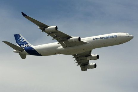 An Airbus A340-300 takes part in a flying display during the 48th Paris Air Show at the Le Bourget airport near Paris, June 17, 2009. REUTER