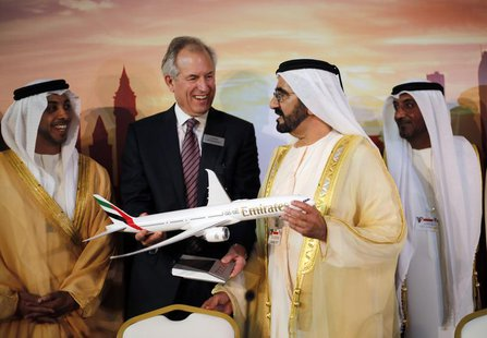 Boeing Chairman James McNerney (2nd L) shows United Arab Emirates' Prime Minister and Ruler of Dubai Sheikh Mohammed bin Rashid al-Maktoum (