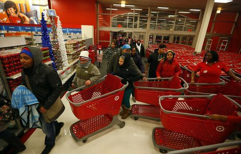 Thanksgiving Day holiday shoppers enter the Target retail store in Chicago, Illinois, November 28, 2013. REUTERS/Jeff Haynes