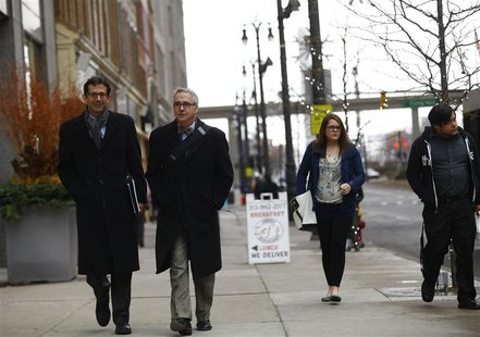 Pedestrians walk along Woodward Avenue in Detroit, Michigan December 3, 2013. REUTERS/Joshua Lott