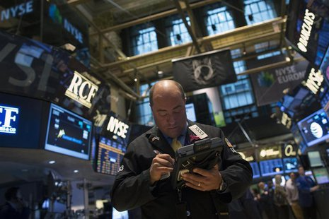 Traders work on the floor of the New York Stock Exchange December 6, 2013. REUTERS/Brendan McDermid