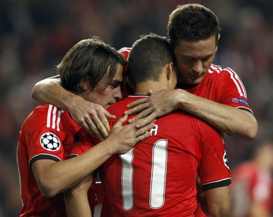 Benfica's Lima (L) is congratulated by team mates after scoring a penalty against Paris St Germain during their Champions League soccer matc