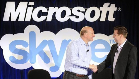 Microsoft Chief Executive Officer (CEO) Steve Ballmer (L) and Skype CEO Tony Bates shake hands at their joint news conference in San Francis