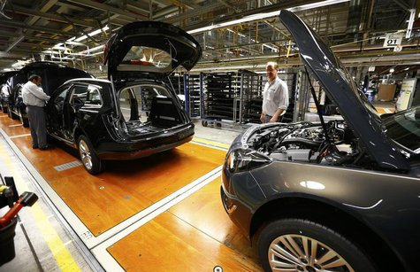 "Workers assemble Opel ""Insignia"" cars inside the assembly hangar of General Motors German unit Opel in Ruesselsheim, August 22, 2013. REUTER"