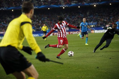 Atletico Madrid's Diego Costa (C) shoots to score during their Champions League soccer match against Porto at Vicente Calderon stadium in Ma