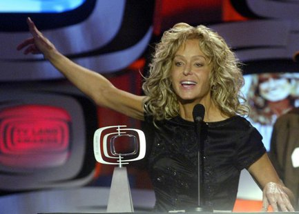 "Actress Farrah Fawcett accepts the Viewer's Choice Award for Favorite ""Fan-Tastic"" Phenomenon for her role on ""Charlie's Angels"" during a ta"