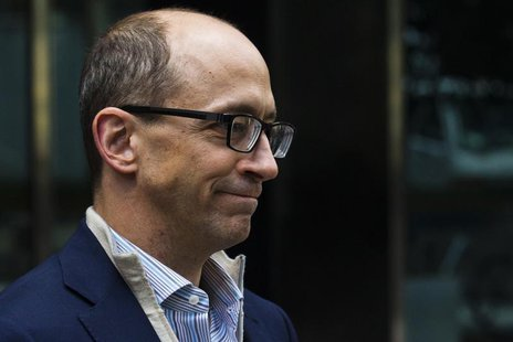 Dick Costolo, chief executive of Twitter, leaves JP Morgan headquarters after a meeting before the firm's IPO in New York October 25, 2013 f
