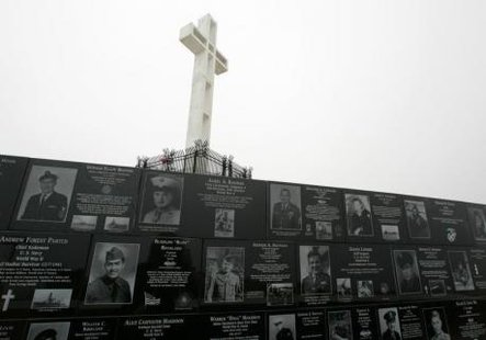 The Mount Soledad cross stands over memorials from the National War Memorial in Ja Jolla, California May 11, 2006. CREDIT: REUTERS/MIKE BLAKE