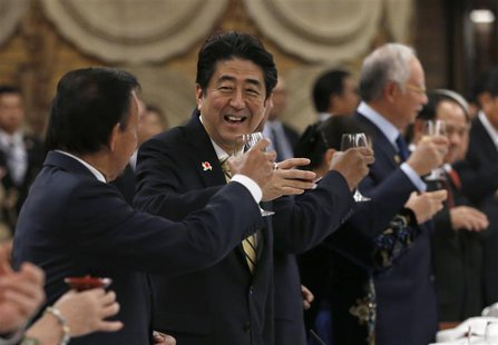 Japan's Prime Minister Shinzo Abe (2nd L) raises a toast with Brunei's Sultan Hassanal Bolkiah (L) and other ASEAN countries' leaders during