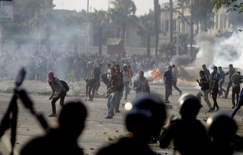 Cairo University students, who are supporters of the Muslim Brotherhood and ousted Egyptian President Mohamed Mursi, clash with riot police