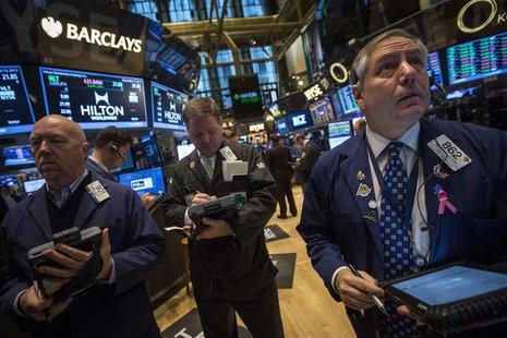 Traders work on the floor of the New York Stock Exchange December 13, 2013. REUTERS/Brendan McDermid