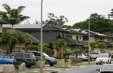 A view of houses with solar panels in the Mililani neighbourhood on the island of Oahu in Mililani, Hawaii, December 15, 2013. CREDIT: REUTERS/HUGH GENTRY