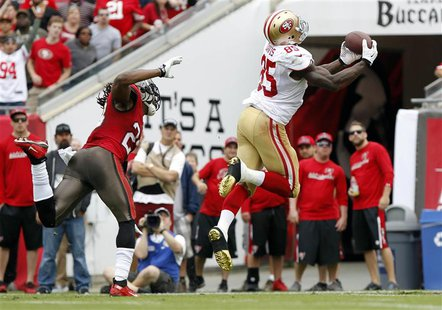 Dec 15, 2013; Tampa, FL, USA; San Francisco 49ers tight end Vernon Davis (85) catches the ball for a touchdown during the first half against