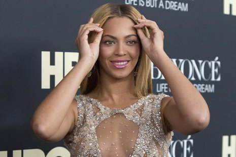 "Singer Beyonce attends HBO's New York premiere of her documentary ""Beyonce - Life is But a Dream"" in New York February 12, 2013. REUTERS/And"