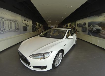 A Tesla Model S electric car is shown for sale at a Tesla store in a shopping mall in La Jolla, California September 6, 2013. REUTERS/Mike B