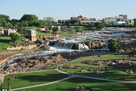 The Falls in Sioux Fall SD By Seabear70 (Own work) [CC-BY-3.0 (http://creativecommons.org/licenses/by/3.0)], via Wikimedia Commons