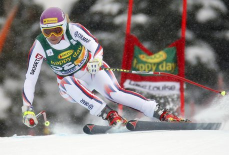 British skier Chemmy Alcott makes a turn during the Women's World Cup Super-G skiing race in Lake Louise, Alberta, December 2, 2012. REUTERS