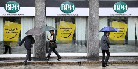 People walk in front of the Banca Popolare di Milano in Milan October 25, 2010. REUTERS/Paolo Bona