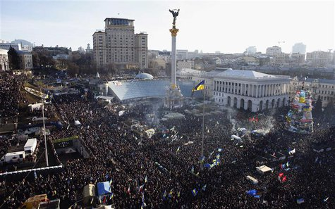 General view of pro-European integration protesters gathering for a mass rally at Independence square in Kiev December 22, 2013. REUTERS/Mar