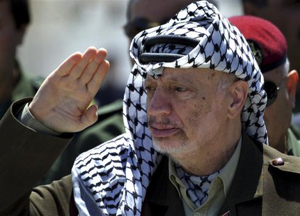 Palestinian President Yasser Arafat reviews an honour guard on his arrival at the Gaza Strip in this May 5, 2001 file photo. REUTERS/Suhaib