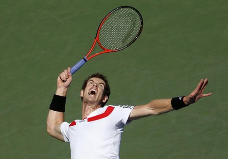 Andy Murray of Britain serves to Stanislas Wawrinka of Switzerland at the U.S. Open tennis championships in New York September 5, 2013. REUT