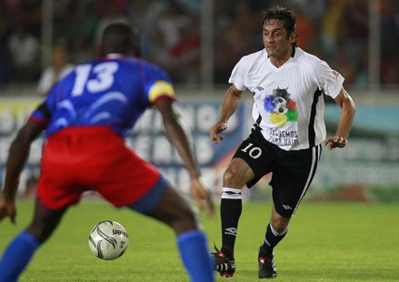 "Veteran star Uruguay's Enzo Francescoli (R) challenges Haiti's Pierre Richard in a friendly soccer match between ""Friends of Haiti"" and Hait"