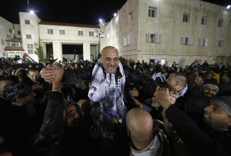 A prisoner (C) released from an Israeli prison is welcomed by relatives in the West Bank city of Ramallah early December 31, 2013. REUTERS/M