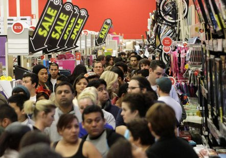 A crowd of shoppers browse at Target on the Thanksgiving Day holiday in Burbank, California November 22, 2012. REUTERS/Jonathan Alcorn