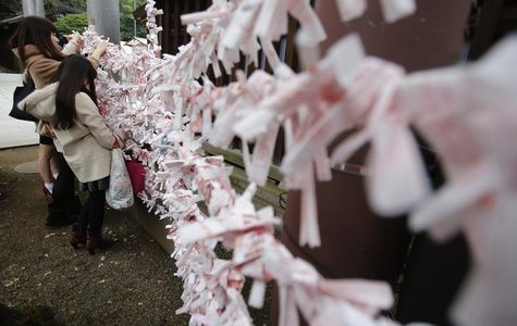 Visitors hang fortune blessing papers at Yasukuni Shrine in Tokyo December 26, 2013. REUTERS/Yuya Shino
