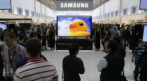 Visitors look at the latest Samsung products during the opening day of the IFA consumer electronics fair in Berlin September 6, 2013. REUTER