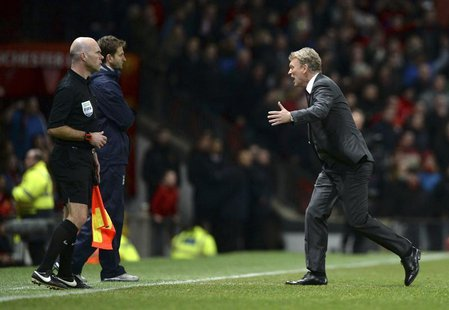 Manchester United manager David Moyes (R) runs onto the pitch as he appeals for a penalty for his player Ashley Young during their English P