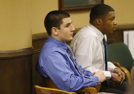 Trent Mays (L) and Ma'lik Richmond (R) sit in juvenile court in Steubenville, Ohio, March 15, 2013. REUTERS/Keith Srakocic/Pool
