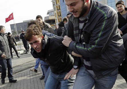 Plain clothes police officers detain an anti-government protester at Taksim square in central Istanbul January 6, 2014. REUTERS/Murad Sezer
