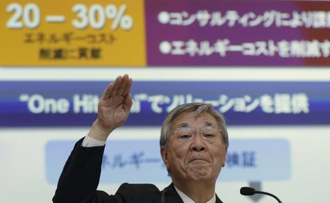 Hitachi Ltd. President Hiroaki Nakanishi gestures during a news conference in Tokyo May 16, 2013. REUTERS/Toru Hanai