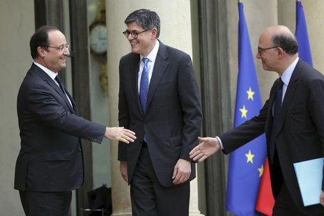 French President Francois Hollande (L) welcomes U.S. Treasury Secretary Jack Lew (C) and French Finance Minister Pierre Moscovici (R) at the