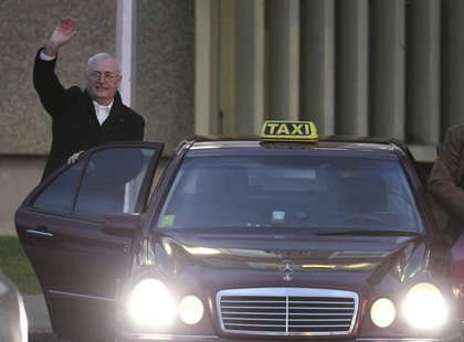 Josip Perkovic waves to the media after being released from the Remetinec prison in Zagrab January 3, 2014. REUTERS/Antonio Bronic