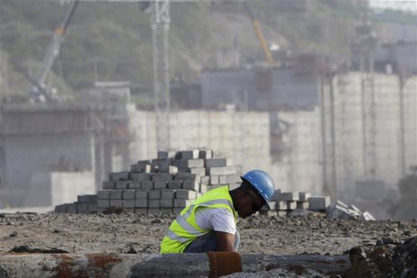 A worker is seen at the construction site of the Panama Canal Expansion project on the outskirts of Colon City January 7, 2014.REUTERS/Carlo